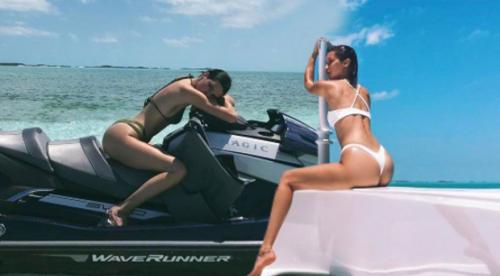 Kendall ve Bella'dan seksi pozlar